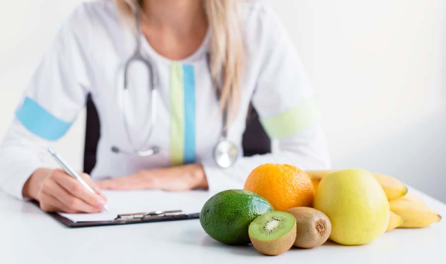 nutrición y dieta nutricionista con médico